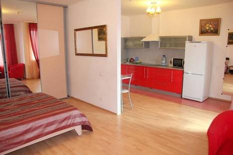 Сдается 1-комнатная квартира посуточно в Гатчине, ул. Чехова 26.