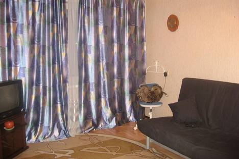 Сдается 1-комнатная квартира посуточно в Гатчине, ул. Рощинская 3а.