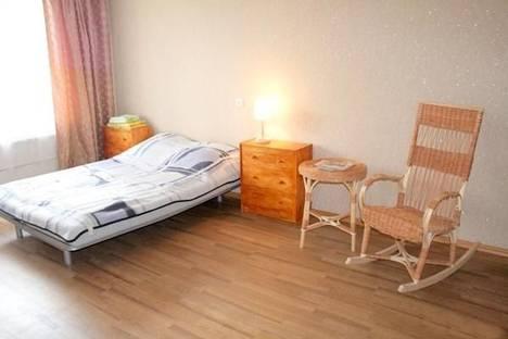 Сдается 1-комнатная квартира посуточно в Гатчине, ул. Изотова 3.