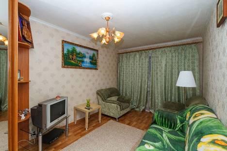 Сдается 2-комнатная квартира посуточно в Гатчине, ул. Володарского 30.