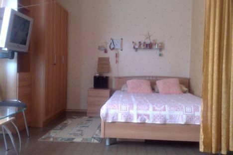 Сдается 3-комнатная квартира посуточнов Гатчине, ул. Рощинская 1.