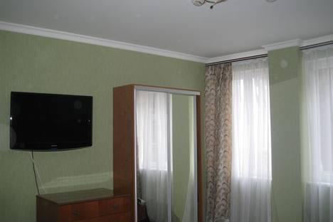 Сдается 2-комнатная квартира посуточно, Толстого 6\2.
