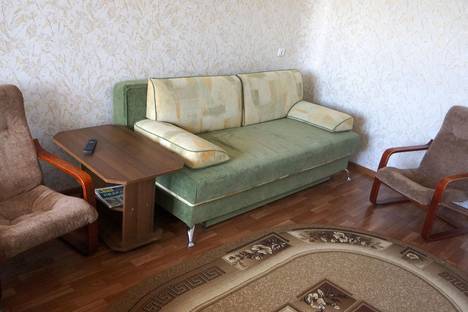 Сдается 1-комнатная квартира посуточно в Волжском, БУЛЬВАР ПРОФСОЮЗОВ 19 А.