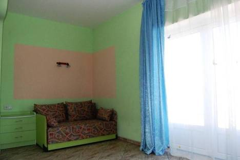 Сдается 3-комнатная квартира посуточно в Алупке, ул. Революции, 14.