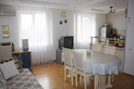 Сдается 4-комнатная квартира посуточнов Щелкином, 2 микрорайон, 47.