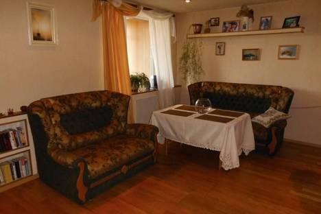 Сдается 4-комнатная квартира посуточнов Щелкином, 1 микрорайон, 12.