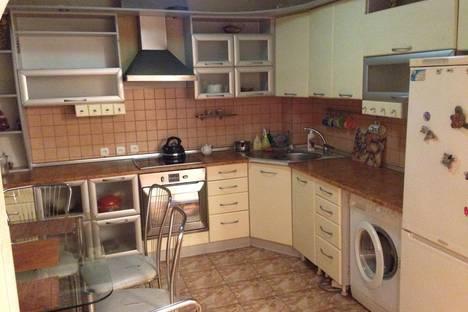 Сдается 3-комнатная квартира посуточно, ул. Комсомольский проспект 31.