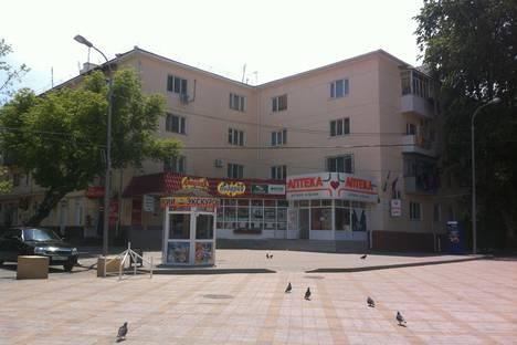 Сдается 2-комнатная квартира посуточнов Витязеве, ул.Протапова 104,центр.