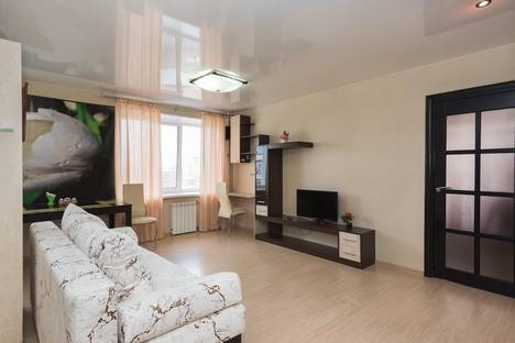 Сдается 2-комнатная квартира посуточно в Екатеринбурге, ул. Свердлова, 2.