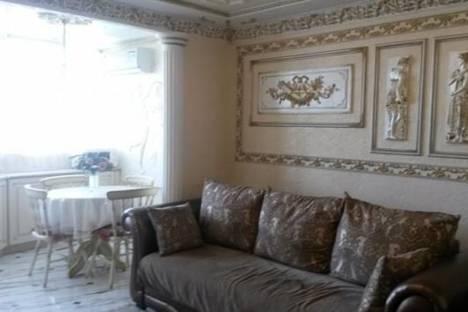 Сдается 3-комнатная квартира посуточнов Сочи, Островского, 47.