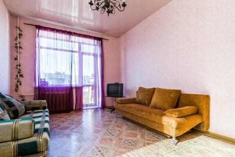 Сдается 2-комнатная квартира посуточно в Каменск-Уральском, ул. Кунавина, 25.