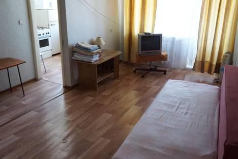 Сдается 2-комнатная квартира посуточно в Каменск-Уральском, ул. Октябрьская, 90.