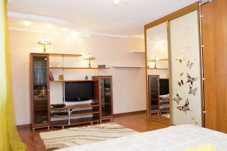 Сдается 1-комнатная квартира посуточно в Омске, Иртышская набережная 29.