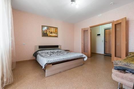 Сдается 1-комнатная квартира посуточнов Челябинске, ул. Братьев Кашириных, 156а.
