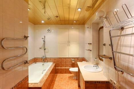 Сдается 3-комнатная квартира посуточнов Санкт-Петербурге, улица Разъезжая 15.