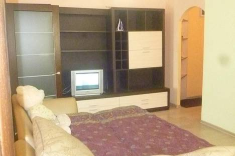 Сдается 3-комнатная квартира посуточно в Улан-Удэ, ул. Тобольская, 43.
