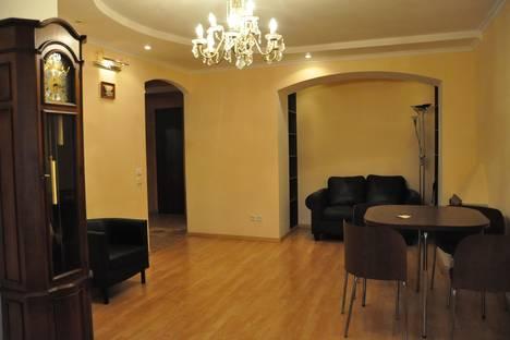 Сдается 3-комнатная квартира посуточно, ул. Ильинская, 32.