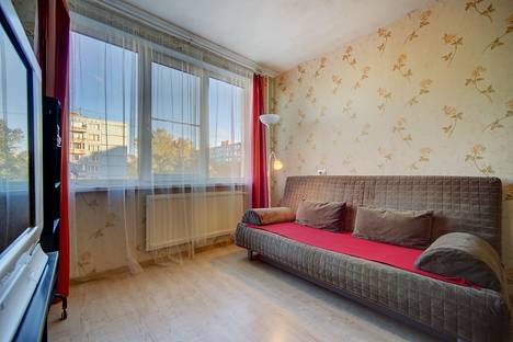 Сдается 1-комнатная квартира посуточнов Санкт-Петербурге, Искровский проспект, 21.