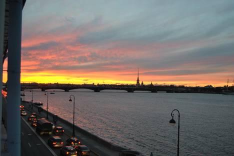 Сдается 3-комнатная квартира посуточнов Санкт-Петербурге, НАБЕРЕЖНАЯ КУТУЗОВА 30.