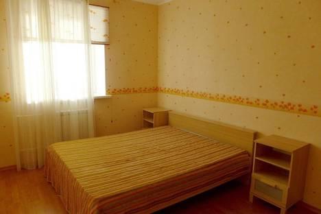 Сдается 4-комнатная квартира посуточно в Тольятти, Спортивная ул., 6, подъезд 2/1, этаж 2.