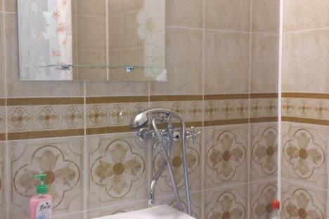 Сдается 2-комнатная квартира посуточно в Курске, проспект Вячеслава Клыкова, дом 73.
