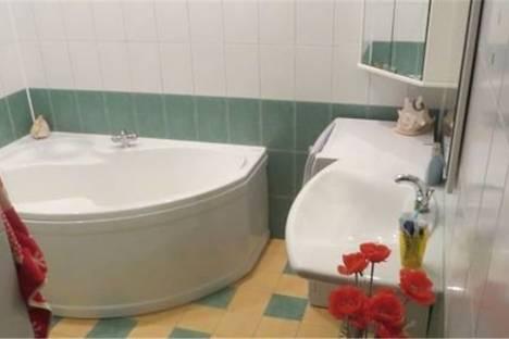 Сдается 2-комнатная квартира посуточнов Омске, улица Серова дом 3а.