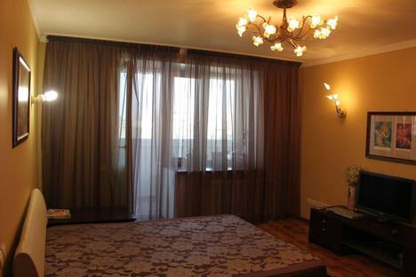 Сдается 3-комнатная квартира посуточнов Октябрьском, Чапаева, 10.