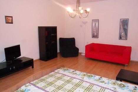 Сдается 2-комнатная квартира посуточнов Октябрьском, Комарова, 30.