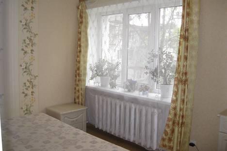 Сдается 2-комнатная квартира посуточно в Ильичёвске, Корабельная 5.