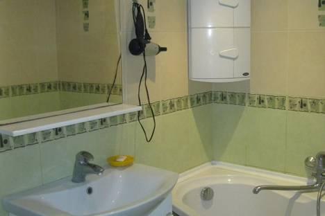 Сдается 2-комнатная квартира посуточно в Ильичёвске, Парковая, 6.