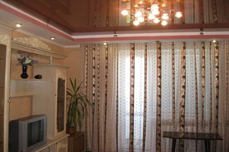 Сдается 3-комнатная квартира посуточнов Ильичёвске, Парковая, 36.