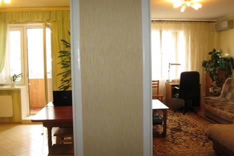 Сдается 2-комнатная квартира посуточно в Ильичёвске, Героев Сталинграда, 1Б.