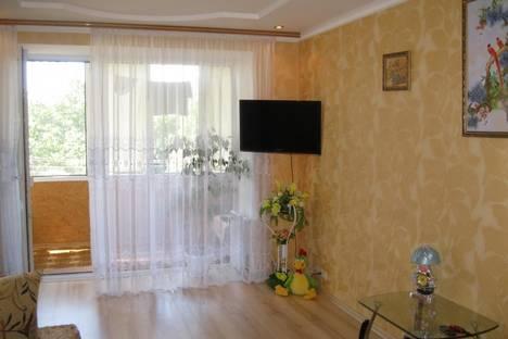 Сдается 2-комнатная квартира посуточнов Ильичёвске, Парковая, 12.