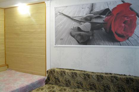 Сдается 2-комнатная квартира посуточно в Ильичёвске, 1мая, 2а.