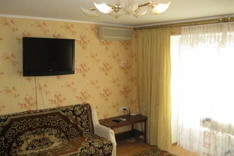 Сдается 3-комнатная квартира посуточно в Ильичёвске, Парковая, 14.