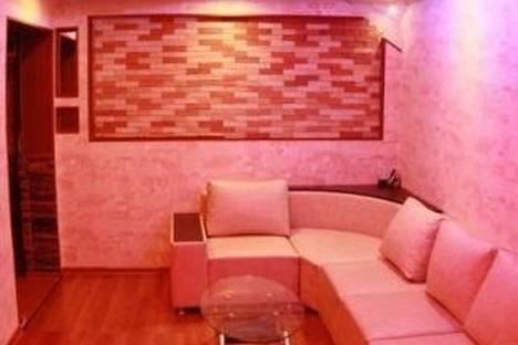 Сдается 2-комнатная квартира посуточно в Железногорске, пр. Курчатова, д. 10а.