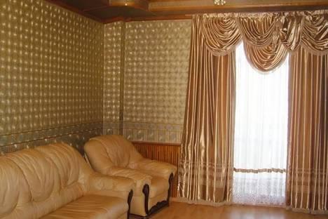 Сдается 3-комнатная квартира посуточно в Барнауле, пр-т Калинина, 7.