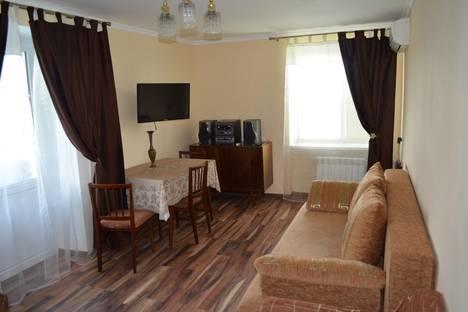 Сдается 2-комнатная квартира посуточно в Керчи, ул.Айвозовскогой 12.