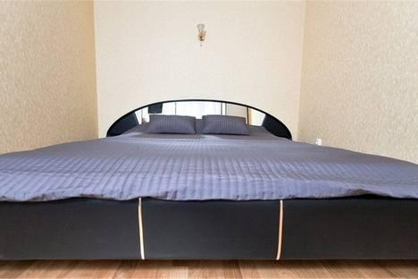 Сдается 2-комнатная квартира посуточнов Омске, улица Ленина д.3/1.