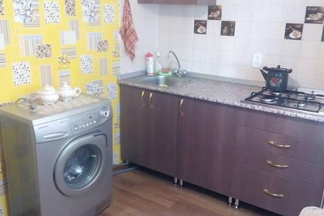 Сдается 2-комнатная квартира посуточно в Яровом, ул. 40 лет Октября, дом 10.