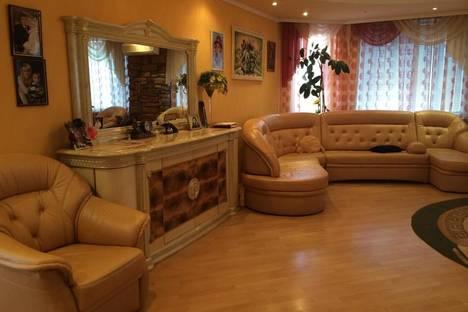 Сдается 3-комнатная квартира посуточно в Сургуте, ул. Югорская 34.