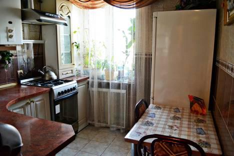 Сдается 2-комнатная квартира посуточно в Ровно, Соборная 7.