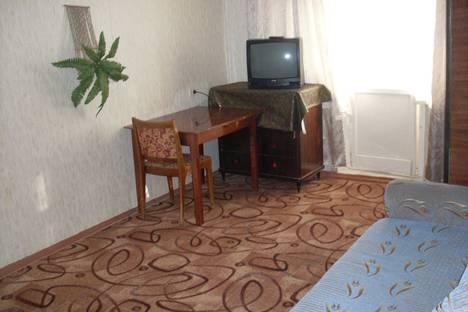 Сдается 1-комнатная квартира посуточнов Златоусте, пр. Гагарина, 7 линия, 10а.