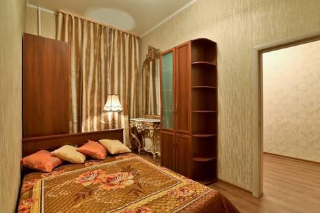 Сдается 2-комнатная квартира посуточнов Санкт-Петербурге, Суворовский проспект, 48.