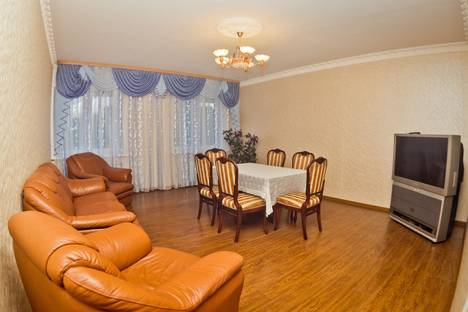 Сдается 3-комнатная квартира посуточнов Кстове, ул. Белинского, 64.