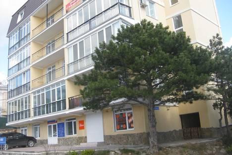 Сдается 2-комнатная квартира посуточно в Гаспре, ул.Маратовская 1А.