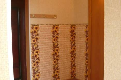 Сдается 2-комнатная квартира посуточно, ул. Кати Соловьяновой,  84.