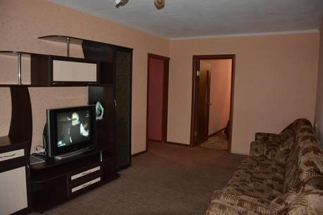 Сдается 2-комнатная квартира посуточно в Абакане, ул. Кати Перекрещенко, 20.