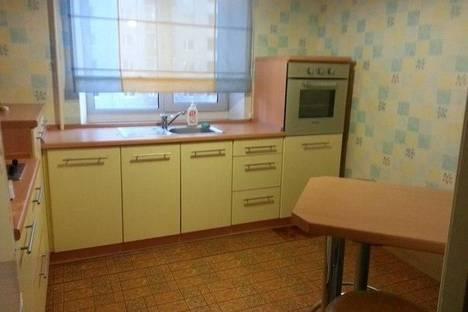 Сдается 1-комнатная квартира посуточнов Тюмени, ул. Мельникайте, 126.