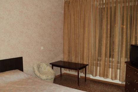 Сдается 2-комнатная квартира посуточно в Усть-Каменогорске, Михаэлиса, 24.